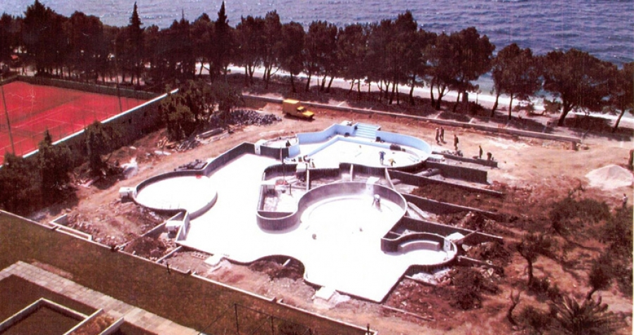 Les grandes tapes du chantier for Catalogue piscine desjoyaux